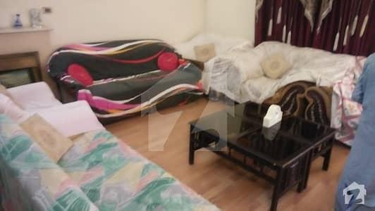ڈی ایچ اے فیز 4 - بلاک ڈیڈی فیز 4 ڈیفنس (ڈی ایچ اے) لاہور میں 2 کمروں کا 1 کنال زیریں پورشن 65 ہزار میں کرایہ پر دستیاب ہے۔