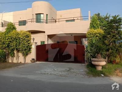 عسکری 10 - سیکٹر ڈی عسکری 10 عسکری لاہور میں 4 کمروں کا 10 مرلہ مکان 2.7 کروڑ میں برائے فروخت۔