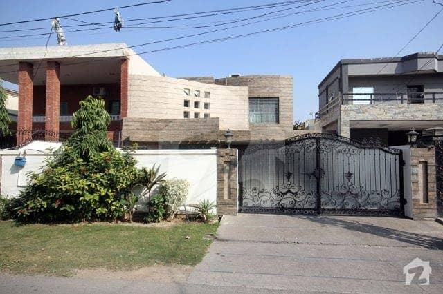 ڈی ایچ اے فیز 2 ڈیفنس (ڈی ایچ اے) لاہور میں 5 کمروں کا 1 کنال مکان 2.25 لاکھ میں کرایہ پر دستیاب ہے۔