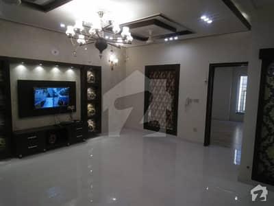 بحریہ ٹاؤن رفیع بلاک بحریہ ٹاؤن سیکٹر ای بحریہ ٹاؤن لاہور میں 5 کمروں کا 10 مرلہ مکان 2.25 کروڑ میں برائے فروخت۔