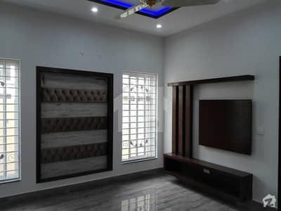 طارق گارڈنز ۔ بلاک بی طارق گارڈنز لاہور میں 5 کمروں کا 10 مرلہ مکان 2.8 کروڑ میں برائے فروخت۔