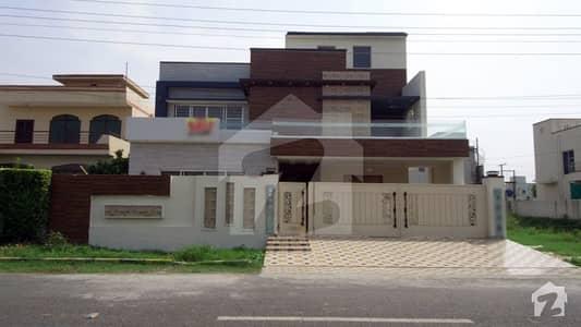اسٹیٹ لائف فیز 1 - بلاک بی اسٹیٹ لائف ہاؤسنگ فیز 1 اسٹیٹ لائف ہاؤسنگ سوسائٹی لاہور میں 6 کمروں کا 1 کنال مکان 4.1 کروڑ میں برائے فروخت۔