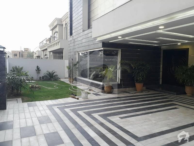 ڈی ایچ اے فیز 2 - بلاک ایس فیز 2 ڈیفنس (ڈی ایچ اے) لاہور میں 7 کمروں کا 1 کنال مکان 1.35 لاکھ میں کرایہ پر دستیاب ہے۔
