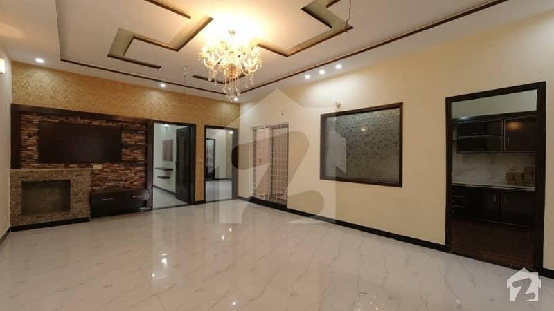 نشیمنِ اقبال فیز 1 نشیمنِ اقبال لاہور میں 5 کمروں کا 10 مرلہ مکان 2.1 کروڑ میں برائے فروخت۔
