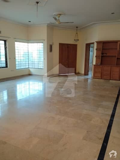 F-11 Beautiful One Kanal 3 Bed Upper Portion Real Picture For Rent