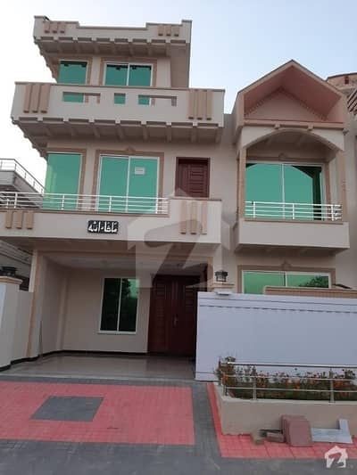 In G-13 House For Sale Sized 1800  Square Feet