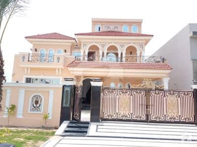 ڈی ایچ اے فیز 6 - بلاک کے فیز 6 ڈیفنس (ڈی ایچ اے) لاہور میں 5 کمروں کا 1 کنال مکان 2 لاکھ میں کرایہ پر دستیاب ہے۔