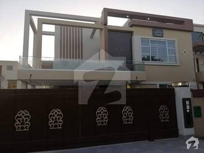 بحریہ ٹاؤن شاہین بلاک بحریہ ٹاؤن سیکٹر B بحریہ ٹاؤن لاہور میں 5 کمروں کا 1 کنال مکان 3.7 کروڑ میں برائے فروخت۔