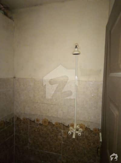 لیاقت آباد کراچی میں 2 کمروں کا 2 مرلہ بالائی پورشن 23.5 لاکھ میں برائے فروخت۔