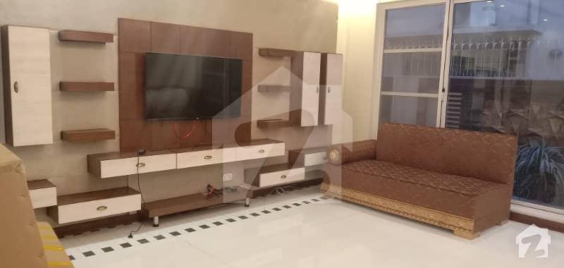 ڈی ایچ اے فیز 5 - بلاک ایل فیز 5 ڈیفنس (ڈی ایچ اے) لاہور میں 5 کمروں کا 1 کنال مکان 2.75 لاکھ میں کرایہ پر دستیاب ہے۔