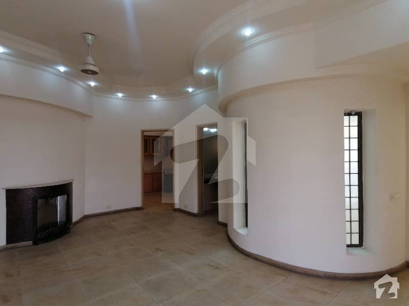 DHA 1 Kanal Wonderful Upper Portion With Separate Gate For Rent In Phase 4