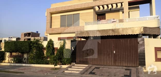 4400  Square Feet House In Central Quaid-E-Azam Town For Sale