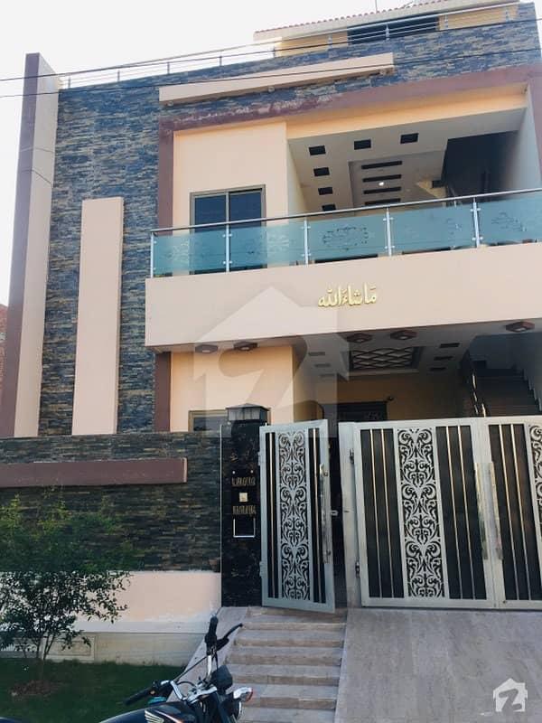 ایس اے گارڈنز فیز 2 ایس اے گارڈنز جی ٹی روڈ لاہور میں 5 کمروں کا 6 مرلہ مکان 1.3 کروڑ میں برائے فروخت۔