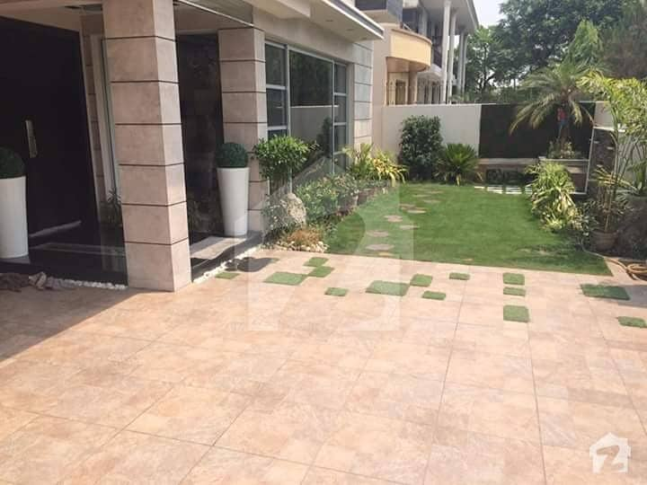 1 Kanal Luxurious Bungalow Available For Rent In Dha Phase 4 Block FF