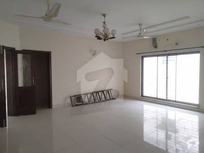 One Kanal Upper Portion Avalible For Rent In Dha Lahore