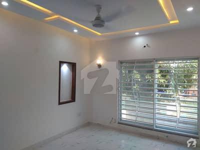 بحریہ ٹاؤن گلمہر بلاک بحریہ ٹاؤن سیکٹر سی بحریہ ٹاؤن لاہور میں 5 کمروں کا 10 مرلہ مکان 75 ہزار میں کرایہ پر دستیاب ہے۔
