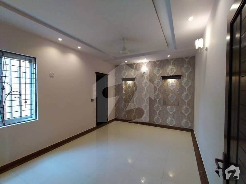 10 Marla  Beautiful House With 5 Bedrooms For Sale Near  Lacas School And G1 Market