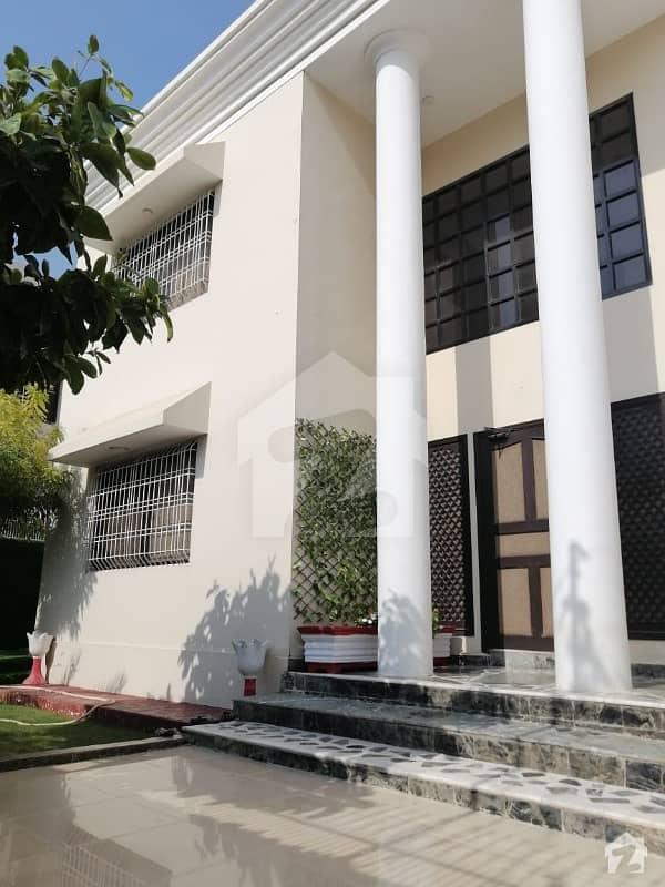 گلستانِ جوہر کراچی میں 6 کمروں کا 1.2 کنال مکان 7 کروڑ میں برائے فروخت۔