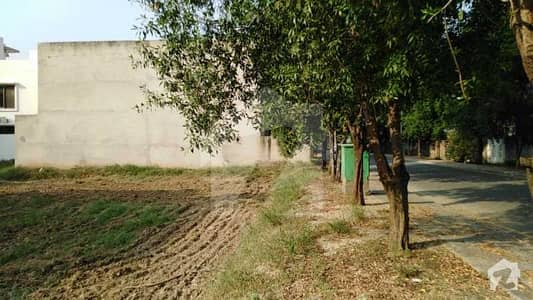 Builder Location 10 Marla Plot For Sale in LDA Approved Overseas A Block Bahria Town Lahore