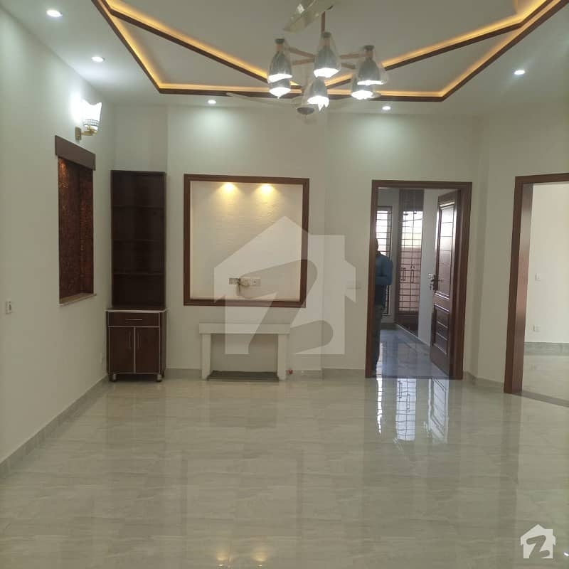 آئی ای پی انجینئرز ٹاؤن لاہور میں 5 کمروں کا 10 مرلہ مکان 2 کروڑ میں برائے فروخت۔