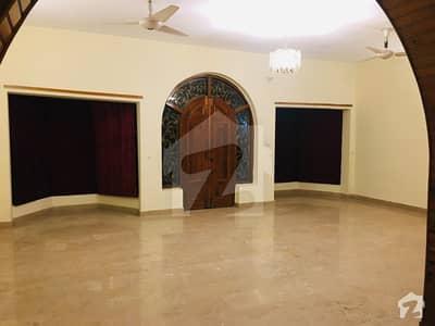 ایف ۔ 10 اسلام آباد میں 4 کمروں کا 1.02 کنال مکان 1.8 لاکھ میں کرایہ پر دستیاب ہے۔
