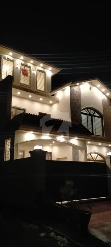 ڈی ۔ 17 اسلام آباد میں 5 کمروں کا 9 مرلہ مکان 1.85 کروڑ میں برائے فروخت۔