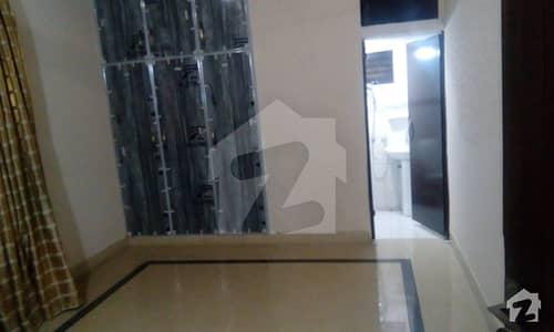 فیصل ٹاؤن لاہور میں 4 کمروں کا 10 مرلہ مکان 75 ہزار میں کرایہ پر دستیاب ہے۔