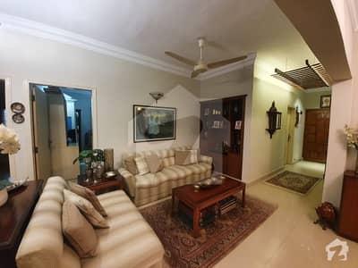 کلفٹن ۔ بلاک 5 کلفٹن کراچی میں 3 کمروں کا 10 مرلہ فلیٹ 4.5 کروڑ میں برائے فروخت۔