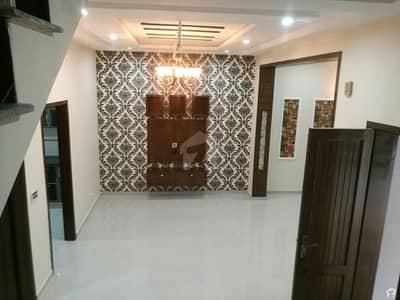 ایڈن بولیوارڈ - بلاک بی ایڈن بولیوارڈ ہاؤسنگ سکیم کالج روڈ لاہور میں 4 کمروں کا 5 مرلہ مکان 1.1 کروڑ میں برائے فروخت۔