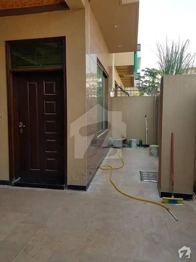 جناح گارڈنز ایف ای سی ایچ ایس اسلام آباد میں 5 کمروں کا 8 مرلہ مکان 1.4 کروڑ میں برائے فروخت۔