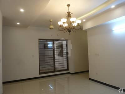 In I-8 2800 Square Feet Upper Portion For Rent
