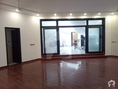 1 Kanal Beautiful House Available In DHA Phase4 CCBlock
