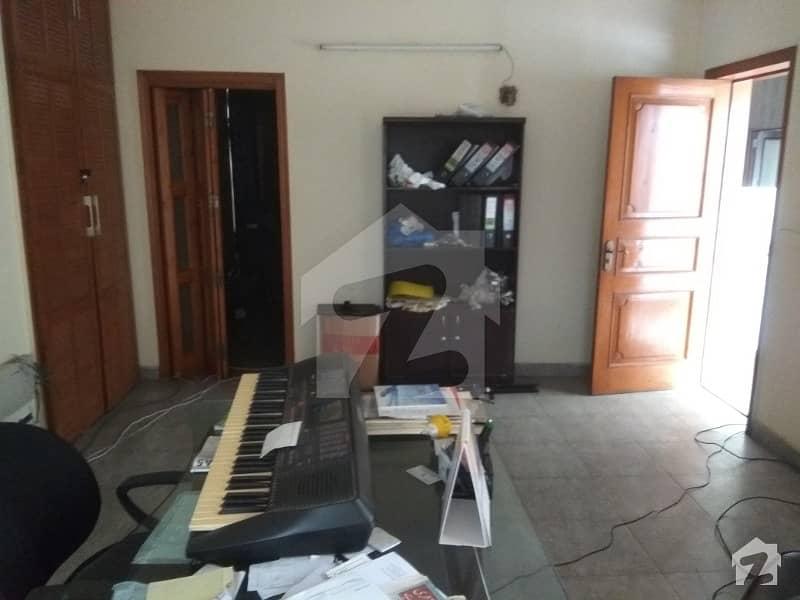 گلبرگ لاہور میں 2 کمروں کا 1 کنال بالائی پورشن 75 ہزار میں کرایہ پر دستیاب ہے۔