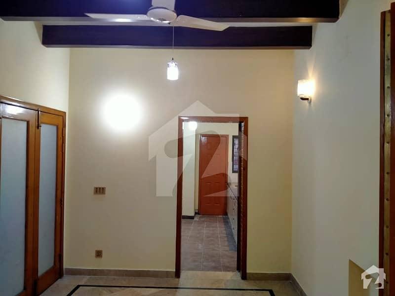 ڈی ایچ اے فیز 2 - بلاک آر فیز 2 ڈیفنس (ڈی ایچ اے) لاہور میں 5 کمروں کا 2 کنال زیریں پورشن 1.1 لاکھ میں کرایہ پر دستیاب ہے۔