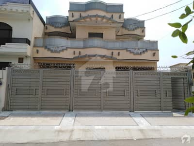 Stunning 10 Marla House In Hayatabad Available