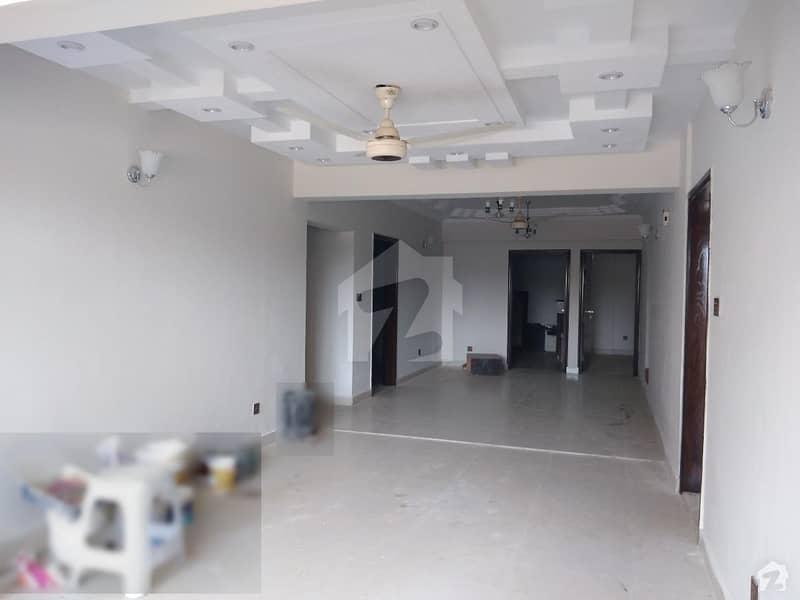 کلفٹن ۔ بلاک 2 کلفٹن کراچی میں 4 کمروں کا 12 مرلہ فلیٹ 3.6 کروڑ میں برائے فروخت۔