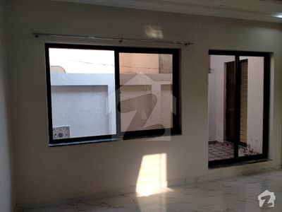 ڈی ایچ اے 11 رہبر لاہور میں 3 کمروں کا 10 مرلہ بالائی پورشن 42 ہزار میں کرایہ پر دستیاب ہے۔