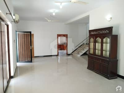 9000  Square Feet Upper Portion In E7 Is Best Option