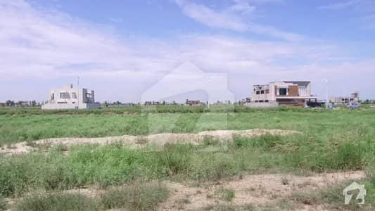 ڈی ایچ اے فیز 7 - بلاک وائے فیز 7 ڈیفنس (ڈی ایچ اے) لاہور میں 1 کنال رہائشی پلاٹ 1.5 کروڑ میں برائے فروخت۔