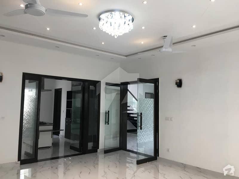ڈی ایچ اے فیز 8 سابقہ ایئر ایوینیو ڈی ایچ اے فیز 8 ڈی ایچ اے ڈیفینس لاہور میں 2 کمروں کا 1 کنال بالائی پورشن 42 ہزار میں کرایہ پر دستیاب ہے۔