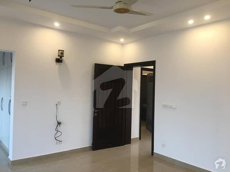 ڈی ایچ اے فیز 8 سابقہ ایئر ایوینیو ڈی ایچ اے فیز 8 ڈی ایچ اے ڈیفینس لاہور میں 2 کمروں کا 10 مرلہ بالائی پورشن 35 ہزار میں کرایہ پر دستیاب ہے۔