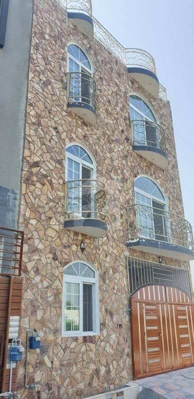تارامری اسلام آباد میں 5 کمروں کا 4 مرلہ مکان 1.12 کروڑ میں برائے فروخت۔