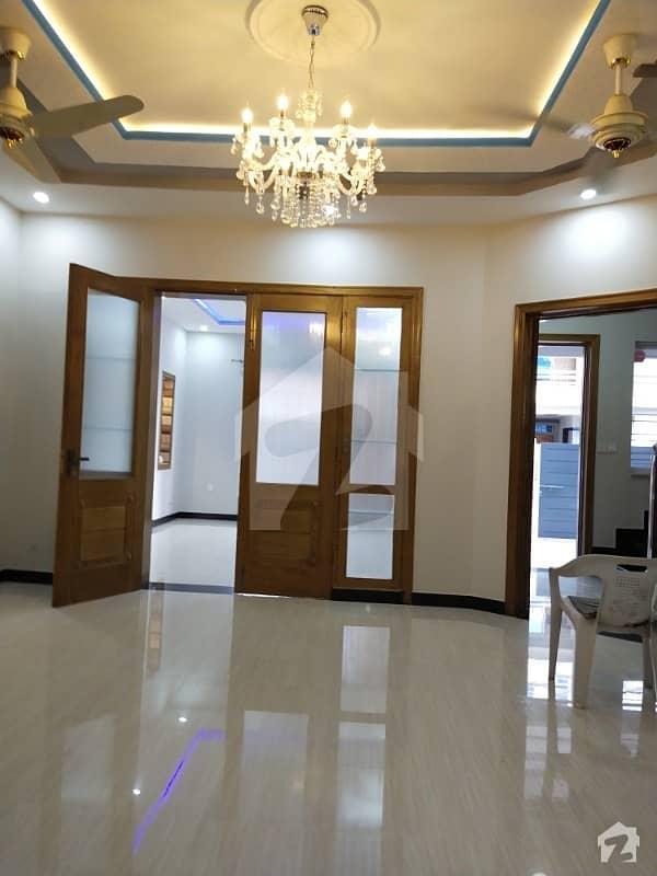 جی ۔ 13 اسلام آباد میں 5 کمروں کا 14 مرلہ مکان 1.35 لاکھ میں کرایہ پر دستیاب ہے۔