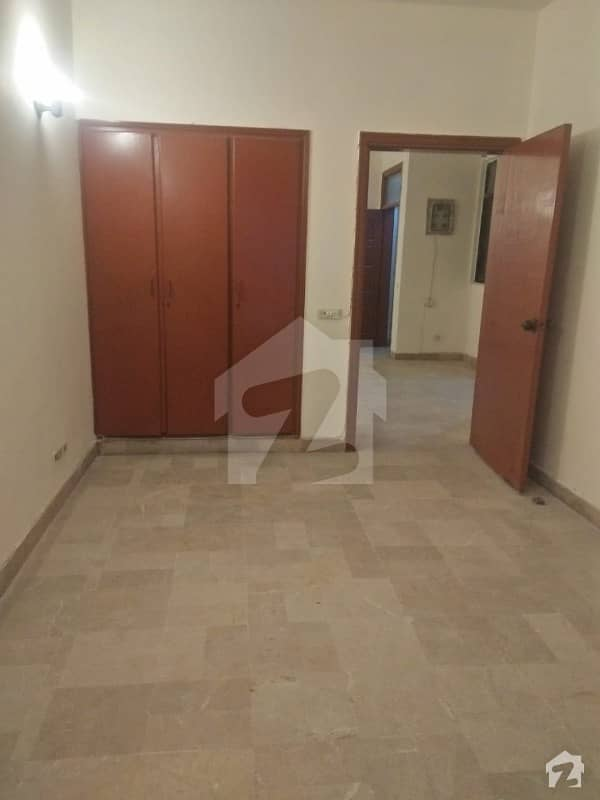 Defence Flat For Rent 2 Bedrooms 1st Floor Family Building Reasonable Rent
