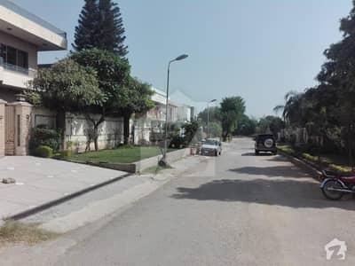 ایف ۔ 11/3 ایف ۔ 11 اسلام آباد میں 4 کمروں کا 1.33 کنال مکان 10 کروڑ میں برائے فروخت۔