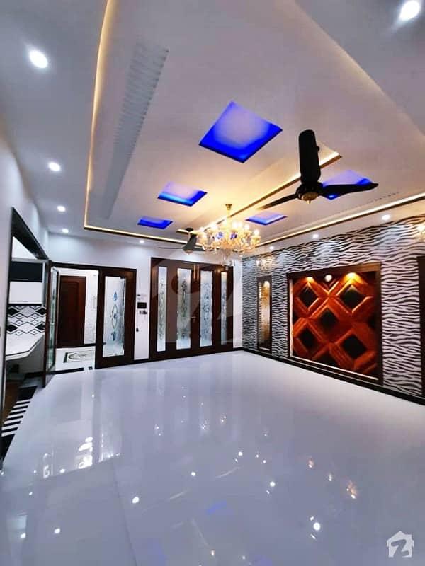 بحریہ ٹاؤن گلبہار بلاک بحریہ ٹاؤن سیکٹر سی بحریہ ٹاؤن لاہور میں 5 کمروں کا 10 مرلہ مکان 1.95 کروڑ میں برائے فروخت۔