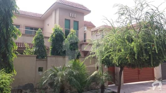 Surprise Offer 10 Marla  4 Bedroom House For Sale In Askari Xi Lahore