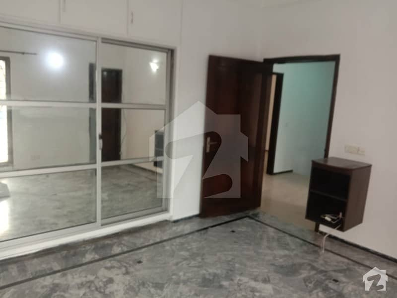 Near Park 10 Marla House For Rent At Prime Location