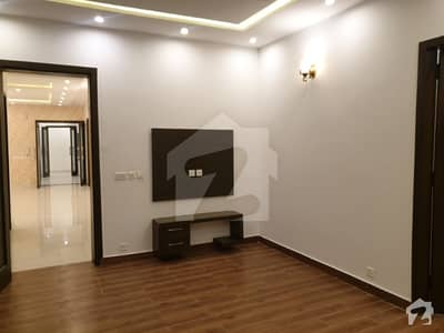 اسٹیٹ لائف ہاؤسنگ سوسائٹی لاہور میں 3 کمروں کا 1 کنال بالائی پورشن 60 ہزار میں کرایہ پر دستیاب ہے۔