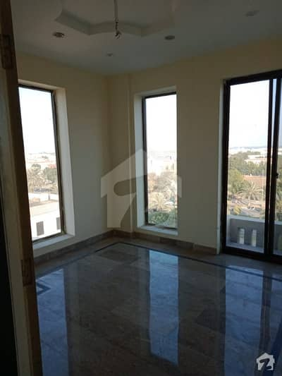 Walking Distance To Park And Market 2 Bed Flat Available At 5th Flor With Elevator